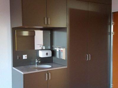 Mayer-Holzprodukte - Schrankwand mit Waschbereich